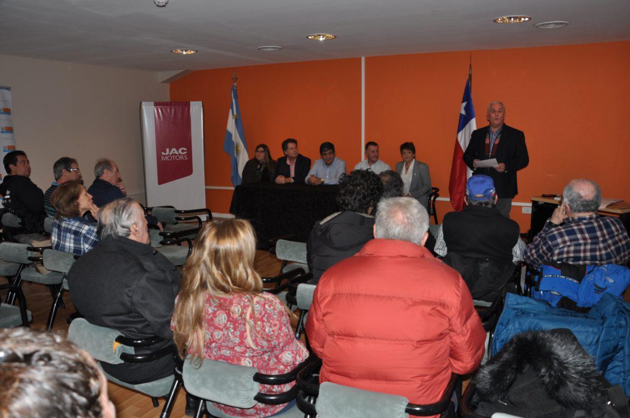 El acto se hizo en el Salón del IPRA 'Héroes de Malvinas' de Río Grande y participaron autoridades, referentes del deporte motor ligados a este Gran Premio y medios de comunicación social. El locutor oficial fue el reconocido periodista Luís 'Lucho' Torres.