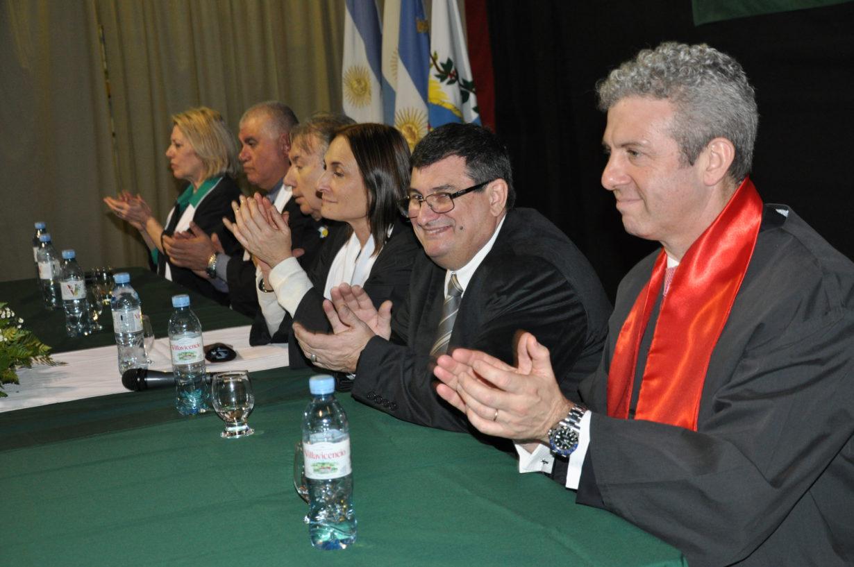 La Mesa Académica con la presencia de las autoridades de la UTN y de la UCES