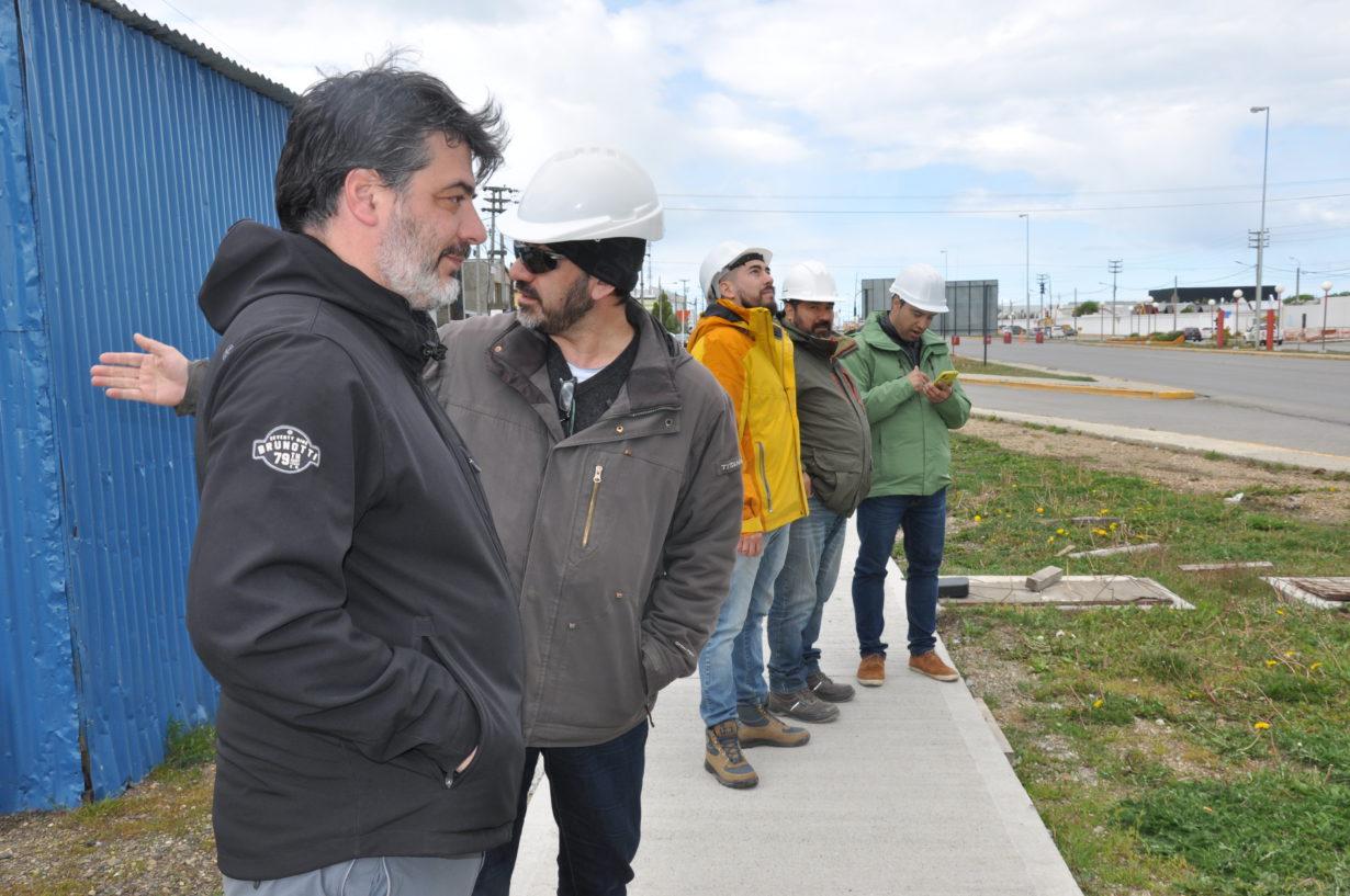 """""""Estamos muy contentos porque es una obra muy esperada, es un lugar muy complejo para el tránsito de peatones"""", compartió el Director General del Área Técnica del Municipio de Río Grande, Arquitecto Pablo Driussi, quien supervisa las tareas."""